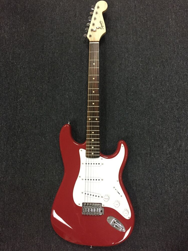 squier bullet strat with tremolo fiesta red stratocaster 717669570538 ebay. Black Bedroom Furniture Sets. Home Design Ideas
