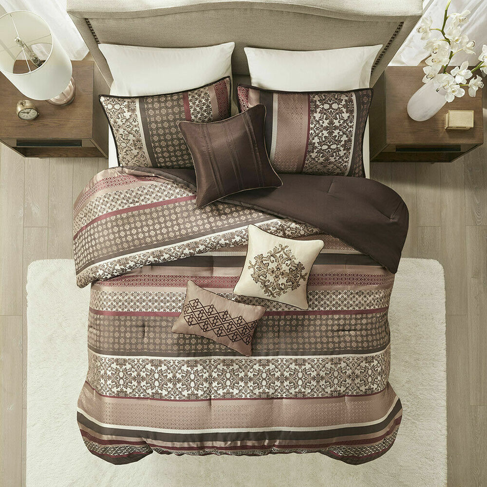 Beautiful 4 Pc Modern Chic Grey White Scroll Leaf Paisley