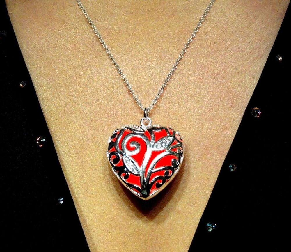 red glowing jewelry glow in the dark heart pendant. Black Bedroom Furniture Sets. Home Design Ideas