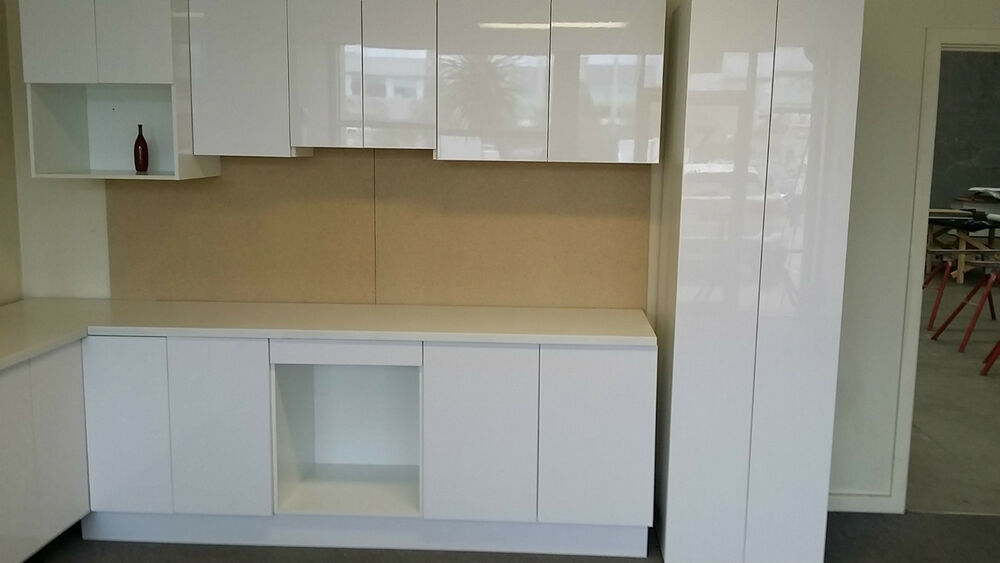 Complete kitchen with pantry flat pack cabinets softclose for Flat pack kitchen cabinets
