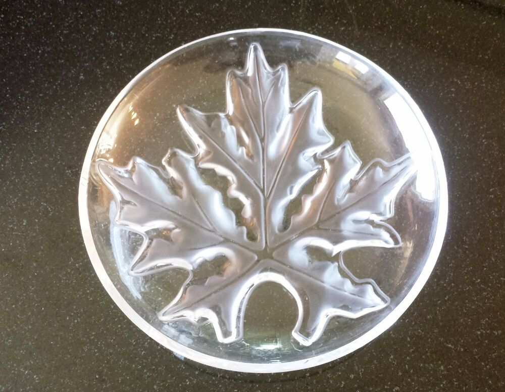 Lalique crystal coupe schal shallow bowl maple leaf