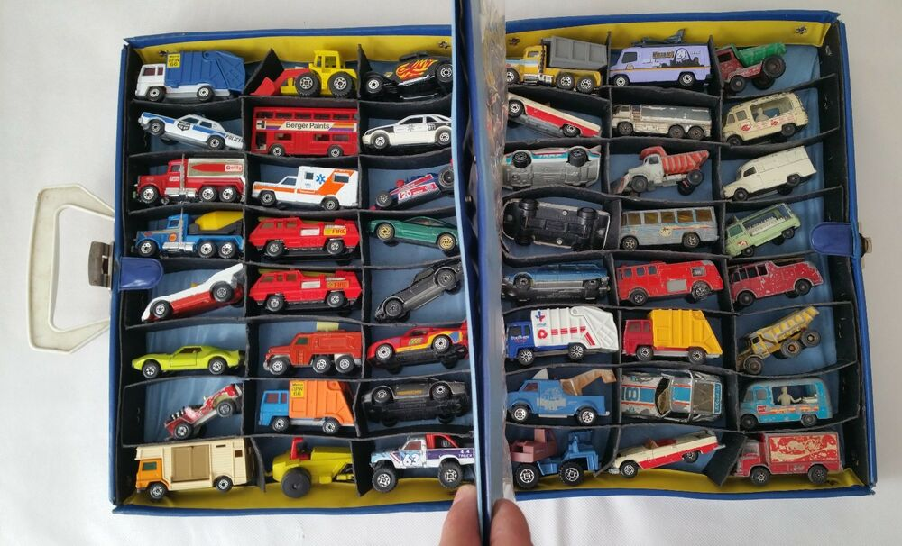 Toy Car Case : Vintage lot of matchbox lesney cars and collectors