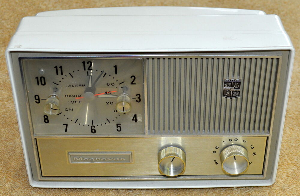 vintage magnavox clock am radio alarm model c003 made in usa ebay. Black Bedroom Furniture Sets. Home Design Ideas