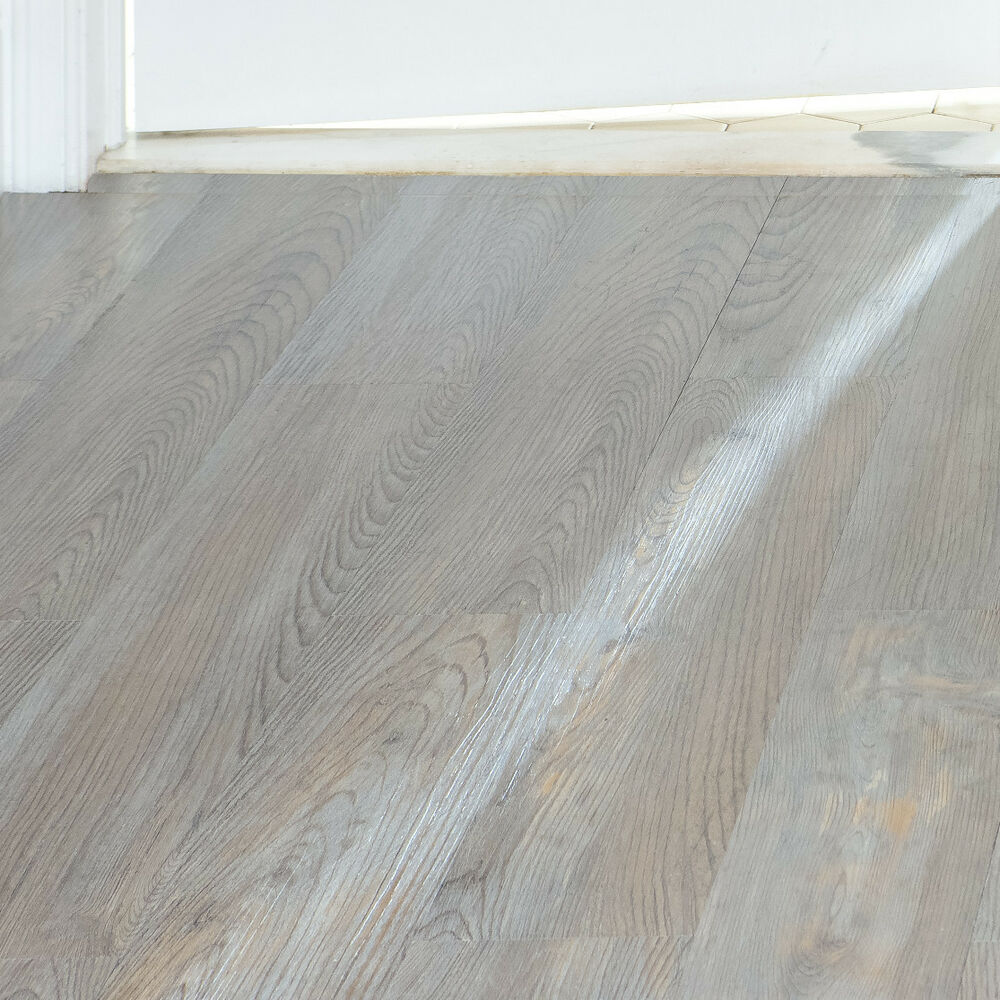 Light Oak Plank Wood Self Stick Adhesive Vinyl Floor Tiles: Vinyl Plank Floor Tile Silver Spruce Wood Grain Look