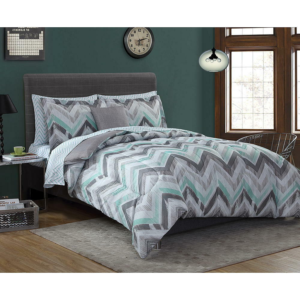 forter Bed Set 8Pc Chevron Print Gray White Light Green