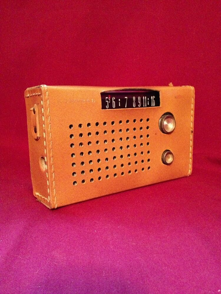 Vintage Transistor Radio Admiral 7 Transistor W   Case Working Radio Model Y2319