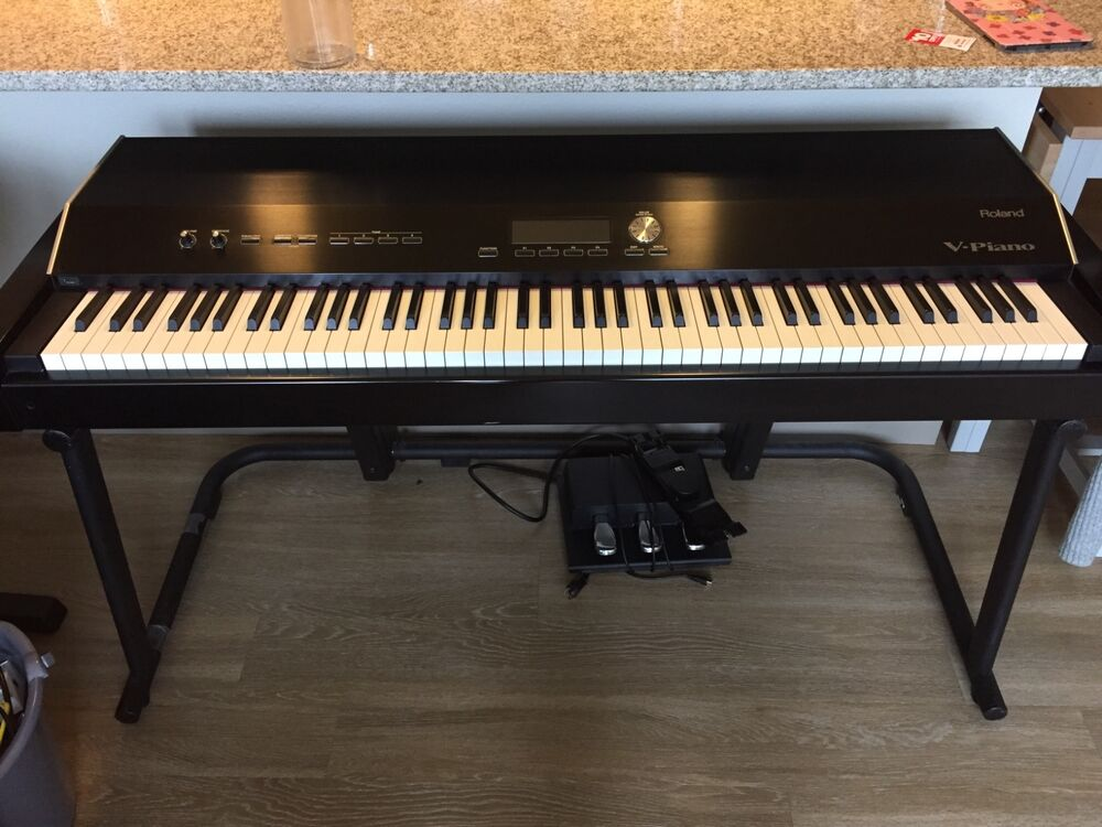 Roland V Piano Digital Stage Piano With Ks V8 Stand 95 New Very Well Conditio Ebay