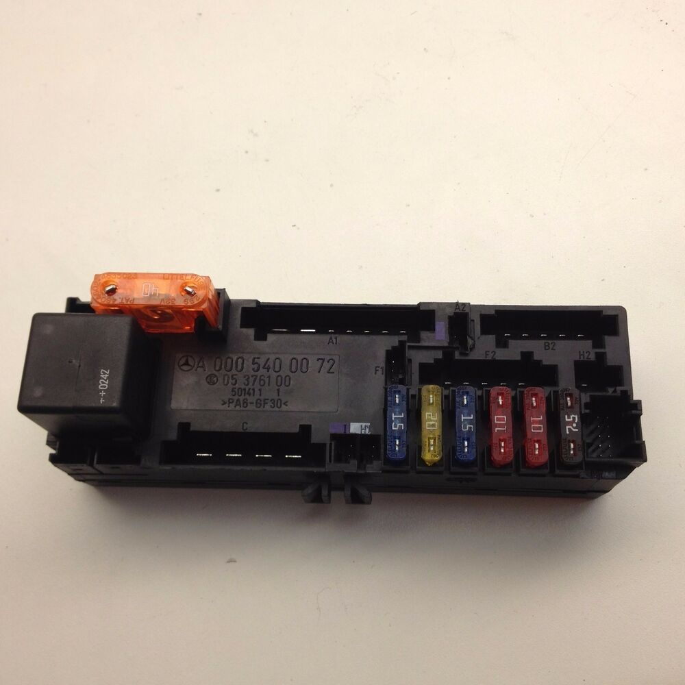 03 Mercedes E320 W211 Fuse Relay Box A0005400072 Oem As17