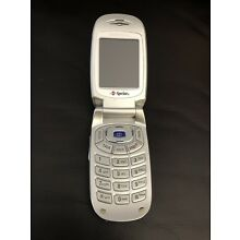 Samsung SPH-A620 Sprint Cellular Flip Phone With 1.3 Megapixel Camera.
