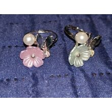 NEW PAPARAZZI STARLET SHIMMER 2 FLOWER PEARL ADJUSTABLE RINGS