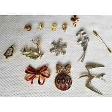 Lot of 13 - Vintage Jewelry Pins & Broaches Mixed Lot Christmas - Flag - Leaves