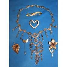 VINTAGE COSTUME JEWELRY LOT 1 OF 3 - BEAUTIFUL ITEMS