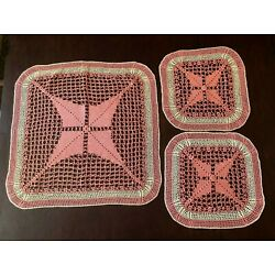 Kyпить Vintage HAND CROCHETED PINK DOILIES DOILY ~ 23