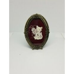 Kyпить Vintage Framed Crocheted Lace Cat Kitty Kitten Playing with Yarn Ball на еВаy.соm