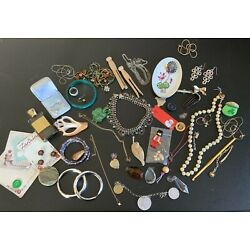 Kyпить Vtg  Ladies Junk Drawer Vanity Jewelry beads charms medals buttons на еВаy.соm