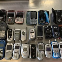 Kyпить HUGE Vintage cell phone lot Flip Blackberry Slider Nokia Brick Retro 90's 2000's на еВаy.соm