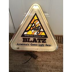 Kyпить Vintage 1980 BLATZ Milwaukee Lighted Triangle Beer Sign - Works Great! на еВаy.соm