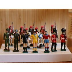 Kyпить Vintage greek toldiers aohna 17 pieces football players beefeaters marching на еВаy.соm