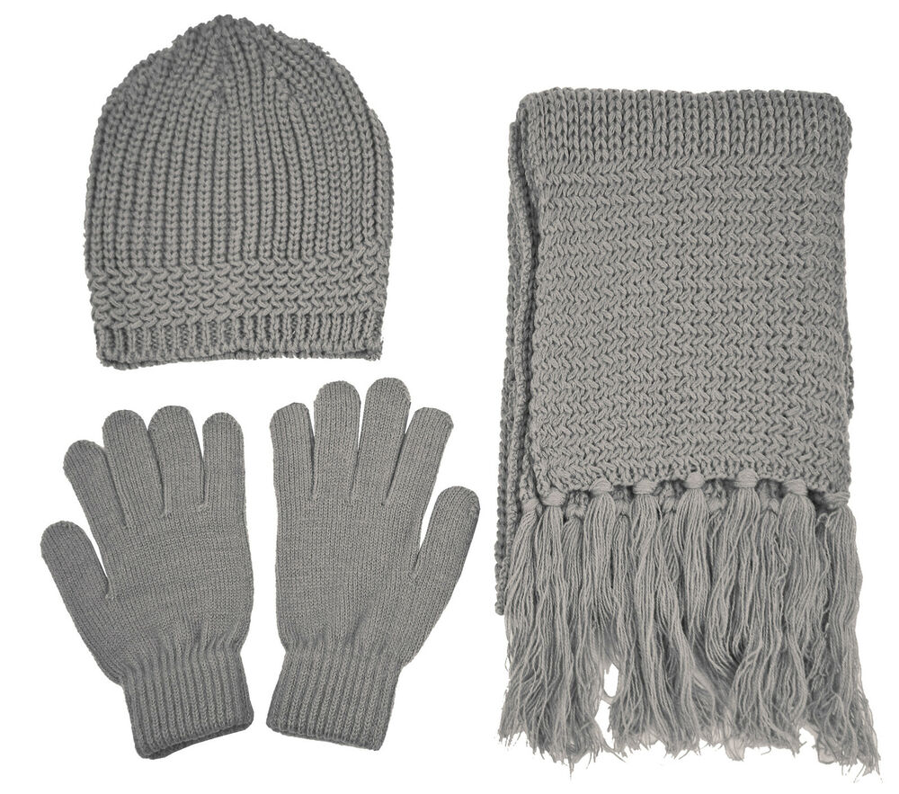 Alltimetrading is proud to offer a large variety of wholesale winter gloves at the lowest bulk prices with fast reliable shipping and special promotional savings. We strive to meet the price needs of many government agencies, schools, homeless shelters, charities and fundraisers around the country.