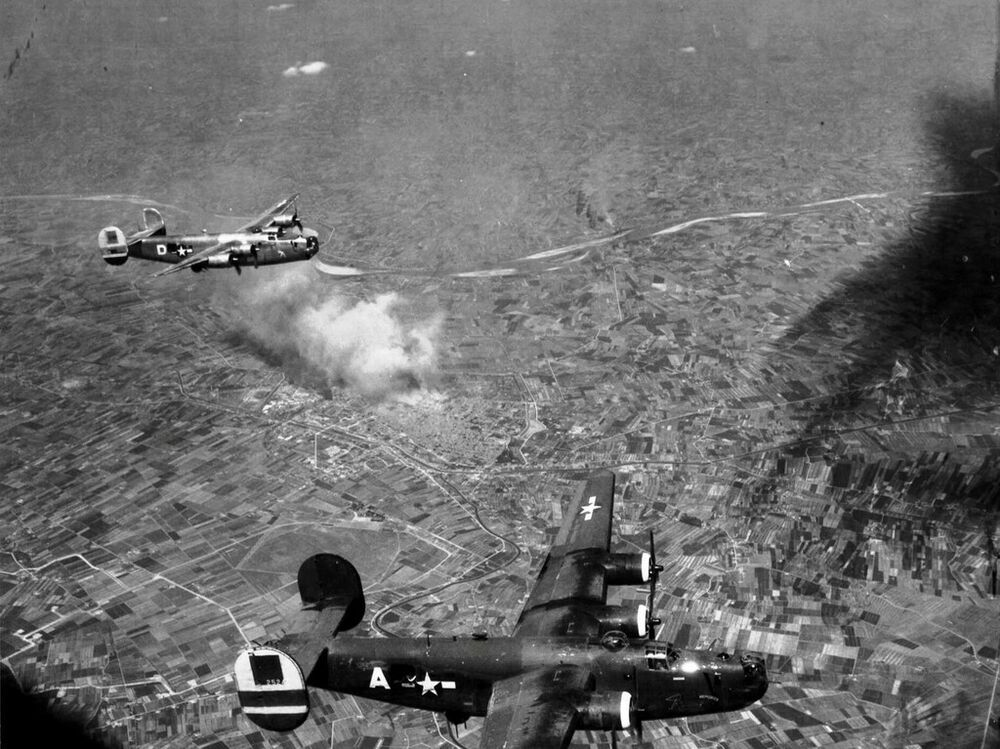 Wwii b w photo us b 24 bombers over italy ww2 5052 ebay for Italy b b