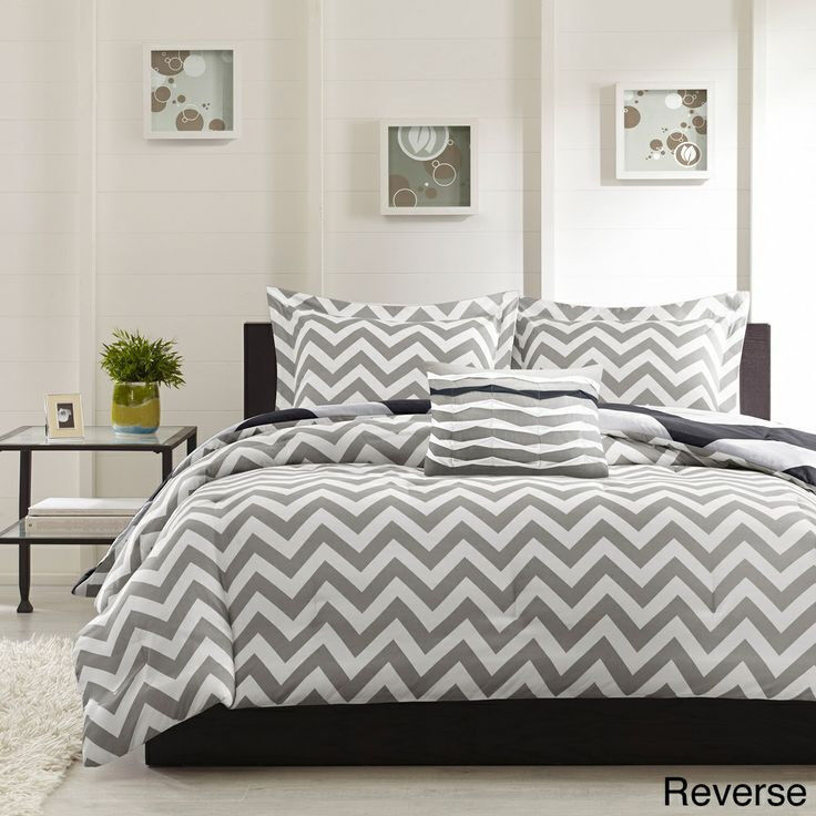 BEAUTIFUL MODERN BLACK GREY WHITE CHEVRON STRIPE SPORTY