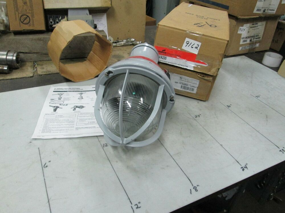 Cooper Crouse Hinds Explosion Proof Light Fixture Cat