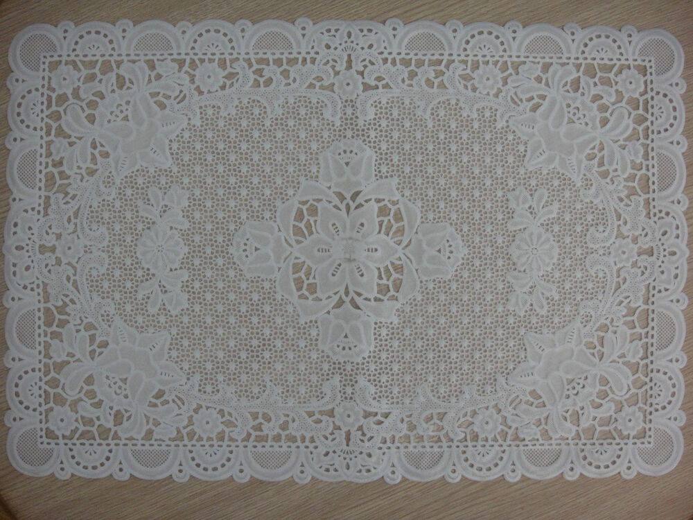 Pair Of White Lace Flower Dining Mat Table Vintage Plastic