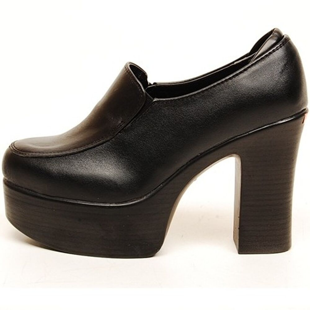 Discover the latest styles of women's clogs and slip on shoes from your favorite brands at Famous Footwear! Find your fit today! Women. View All. New Arrivals. Athletic Shoes. Sandals. Casual Shoes. Dress Shoes. L'Artiste by Spring Step Women's Laniraz Clog Black Leather. $ Eastland Women's Gabriella Clog Brown Leather.