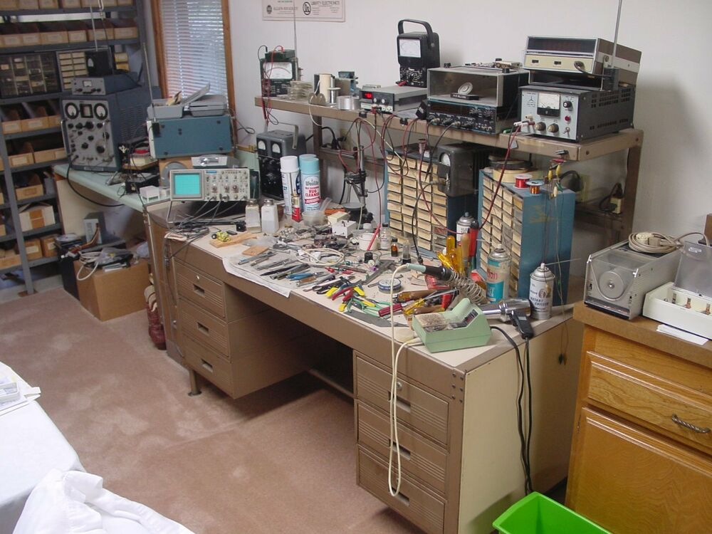 Electronics Test Equipment Supply : Large inventory of new old stock electronic components
