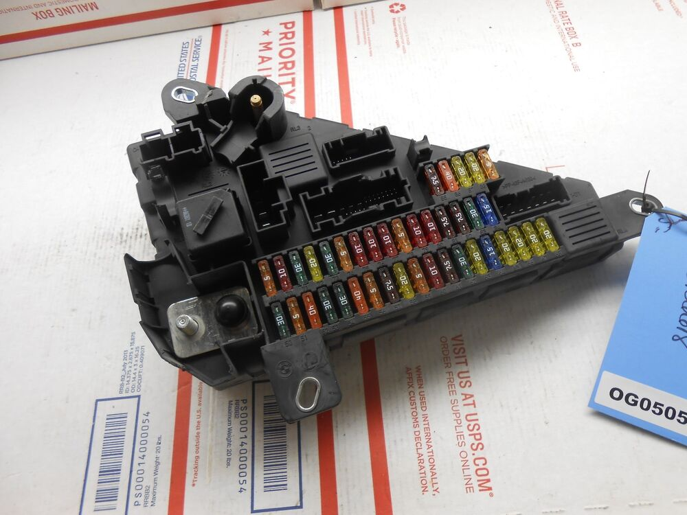04 10 bmw 5 series rear trunk fuse box 6906618 og0505 ebay. Black Bedroom Furniture Sets. Home Design Ideas