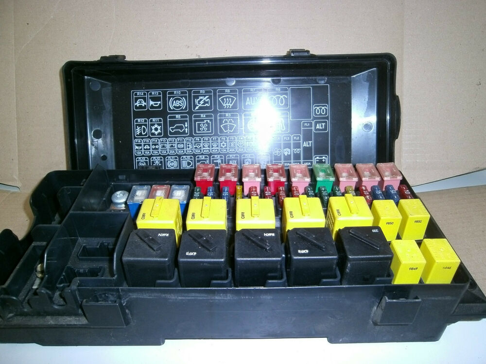 Land Rover Discovery 2 Td5 Or V8 Under Bonnet Main Engine Fuse Box Yqe103310 11a