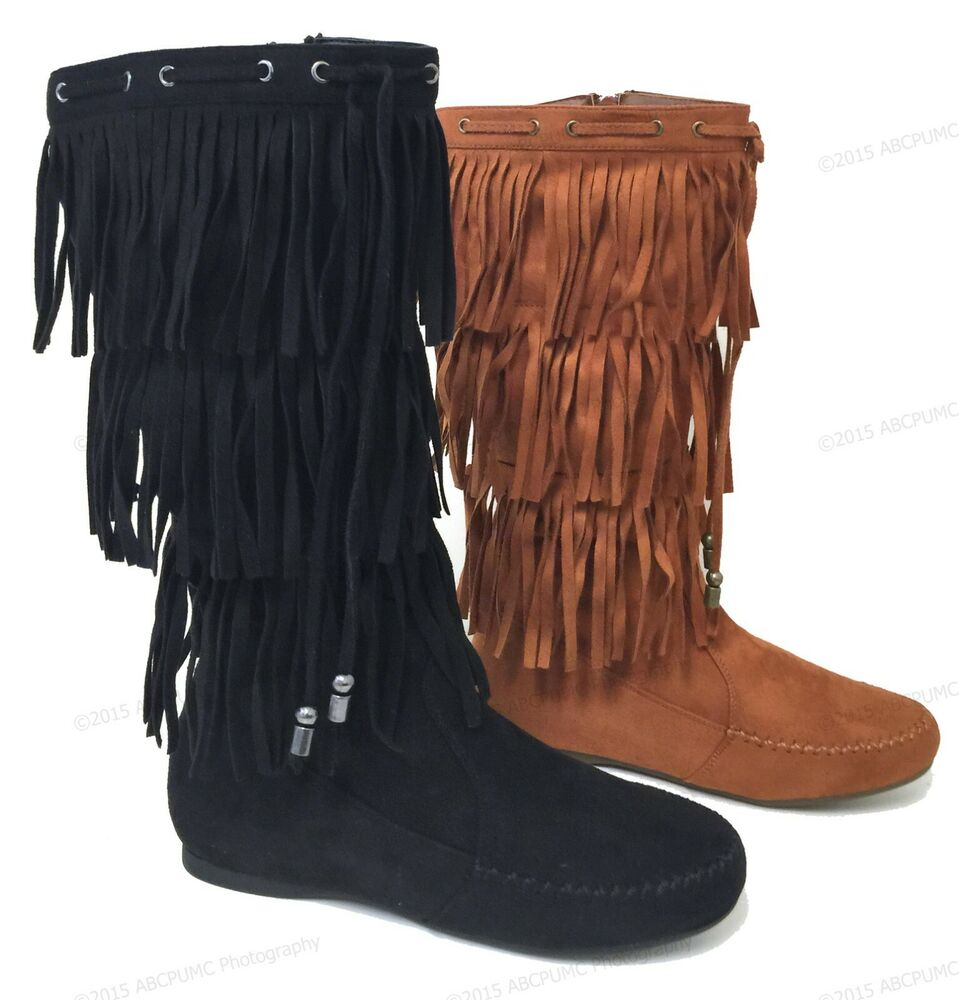 Sexy fringe boots and fringe moccasin boots have always been a popular trend during the fall season but they are also becoming trendy at music festivals like Coachella and Stagecoach. If you are looking to spice up your boots collect with something a little different or flashy this year then try some fringe boots.