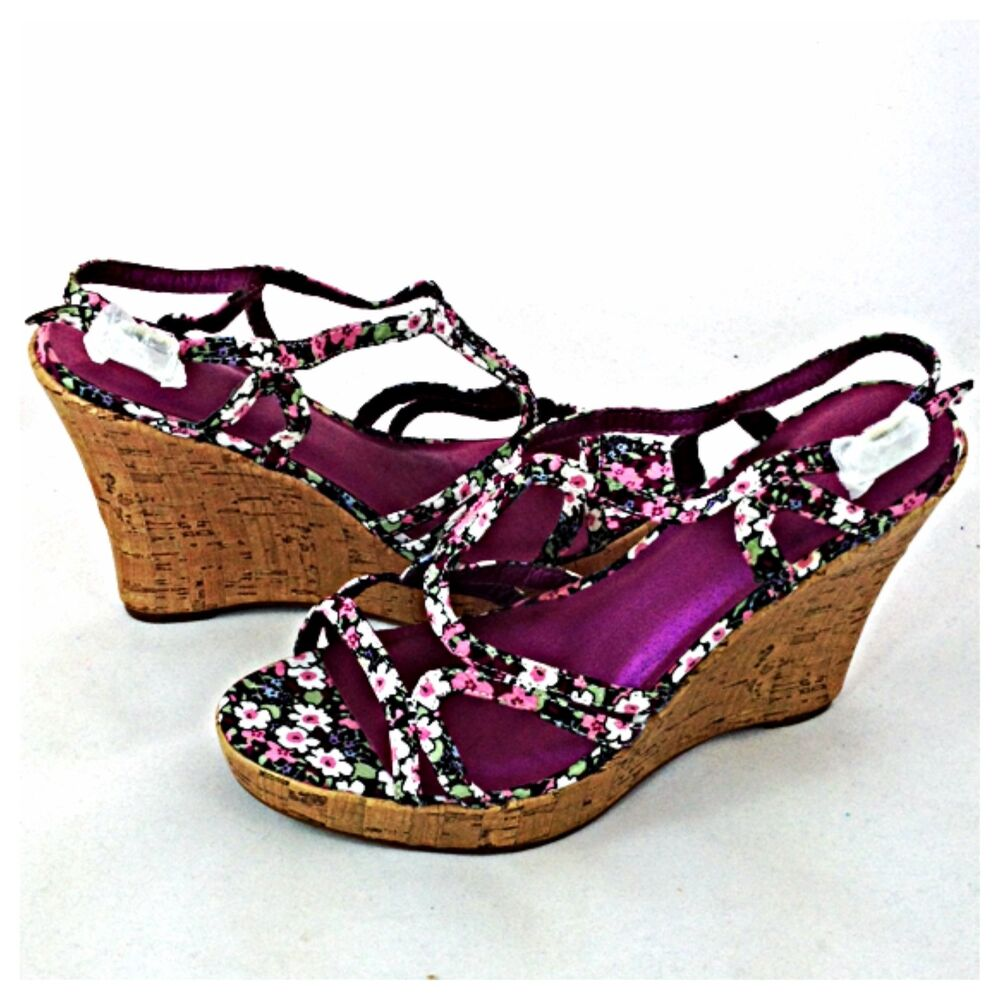 JCPenney - Pick up your favorite women's sandals, wedge sandals & platform flip flops and get ready for the sun! Up to 50% off select women's sandals. FREE shipping available.