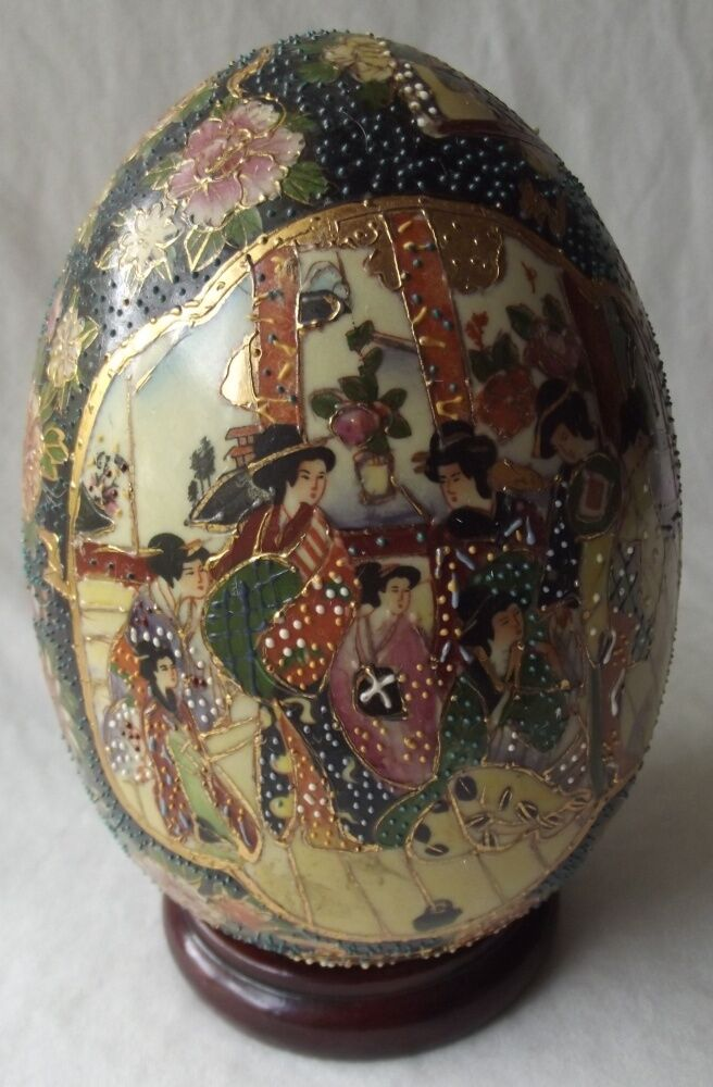 VINTAGE ANTIQUE CHINESE SATSUMA PORCELAIN EGG & WOOD