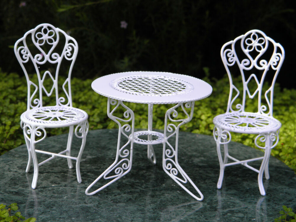 miniature dollhouse fairy garden furniture white wire table chairs new 717425586216 ebay. Black Bedroom Furniture Sets. Home Design Ideas