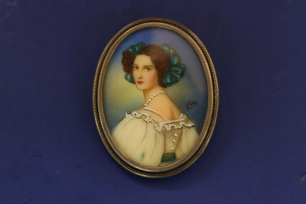 Beautiful vintage silver hand painted minature portrait for Hand painted portraits from photos