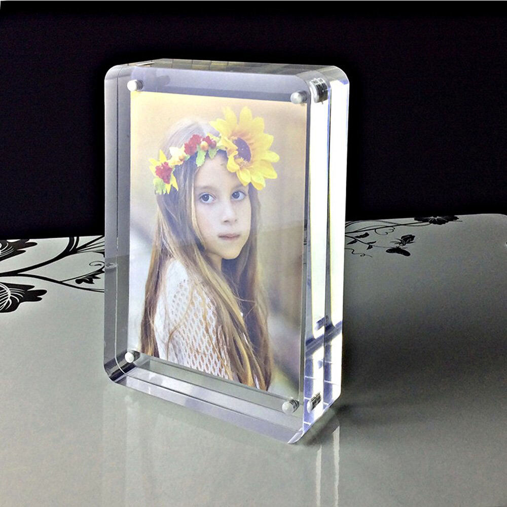 Pinmei Freestanding Clear Acrylic Magnetic Photo Frame 5x7