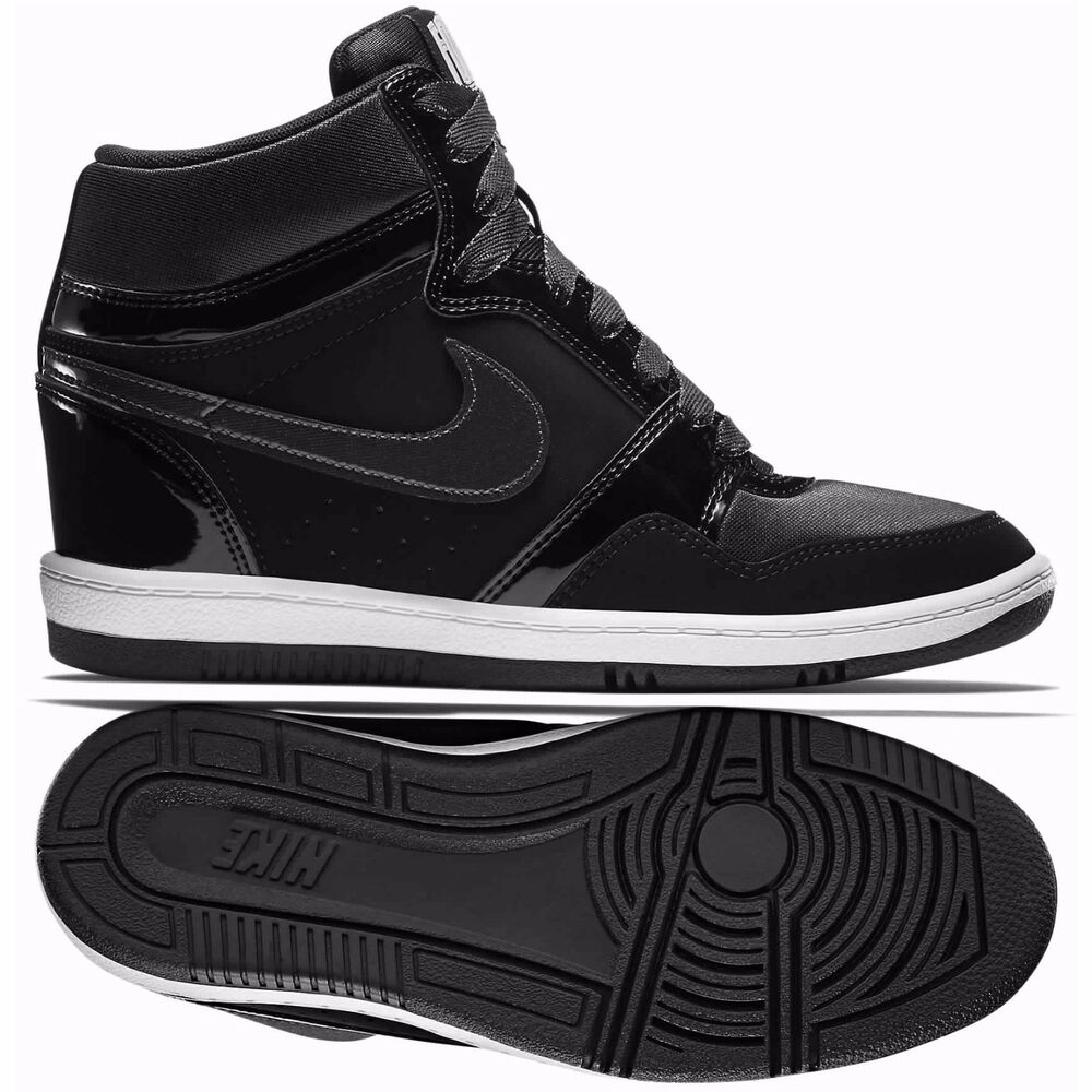 Nike Women's Dunk Sky High Essential The Nike Dunk Sky High has a secret, a hidden wedge heel. This feminine version of the popular Nike Dunk with a 2 1/2