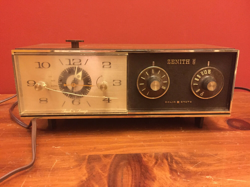 vintage zenith am radio alarm clock touch 39 n snooze ebay. Black Bedroom Furniture Sets. Home Design Ideas