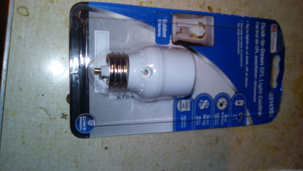 Utilitech 0314355 4 Outdoor Indoor Dusk To Dawn Light Control For CFL LED Bul