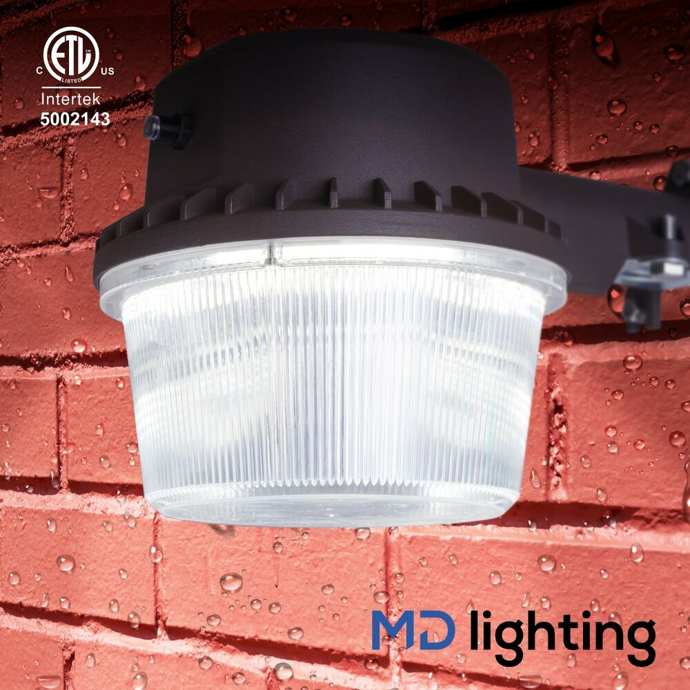 Outdoor LED Barn Light W/Dusk-to-Dawn Photocell