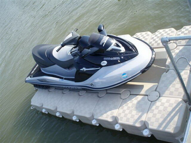 Driving Jet Ski Onto FloatBricks-The Original U-350 Jet Ski Dock ...
