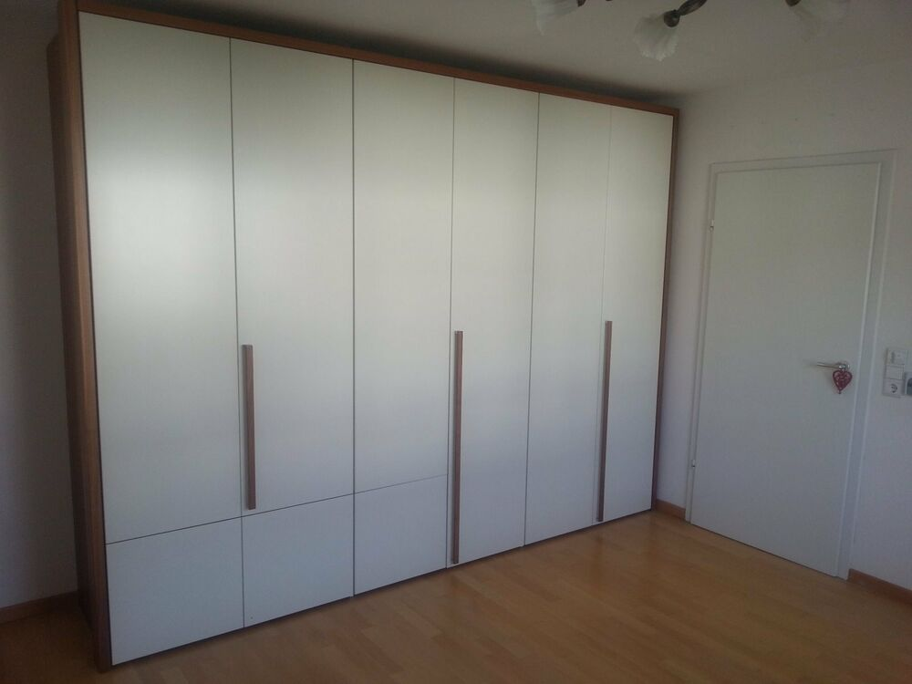 kleiderschrank h lsta massiv 6 t rig korpus nussbaum t ren wei seidenglanz lack ebay. Black Bedroom Furniture Sets. Home Design Ideas