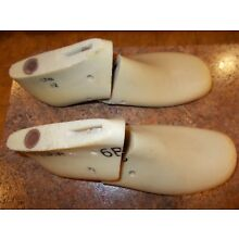 VINTAGE VULCAN PLASTIC SHOE FORMS/LASTS from 60`s,SIZE 6 B,FLAT BOTTOMS (SQUAW)