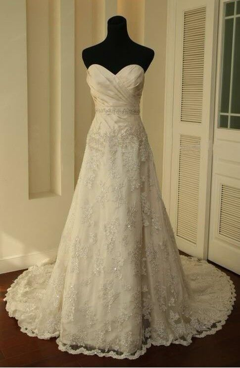 Vintage White/Ivory Lace Train Bridal Gown Wedding Party