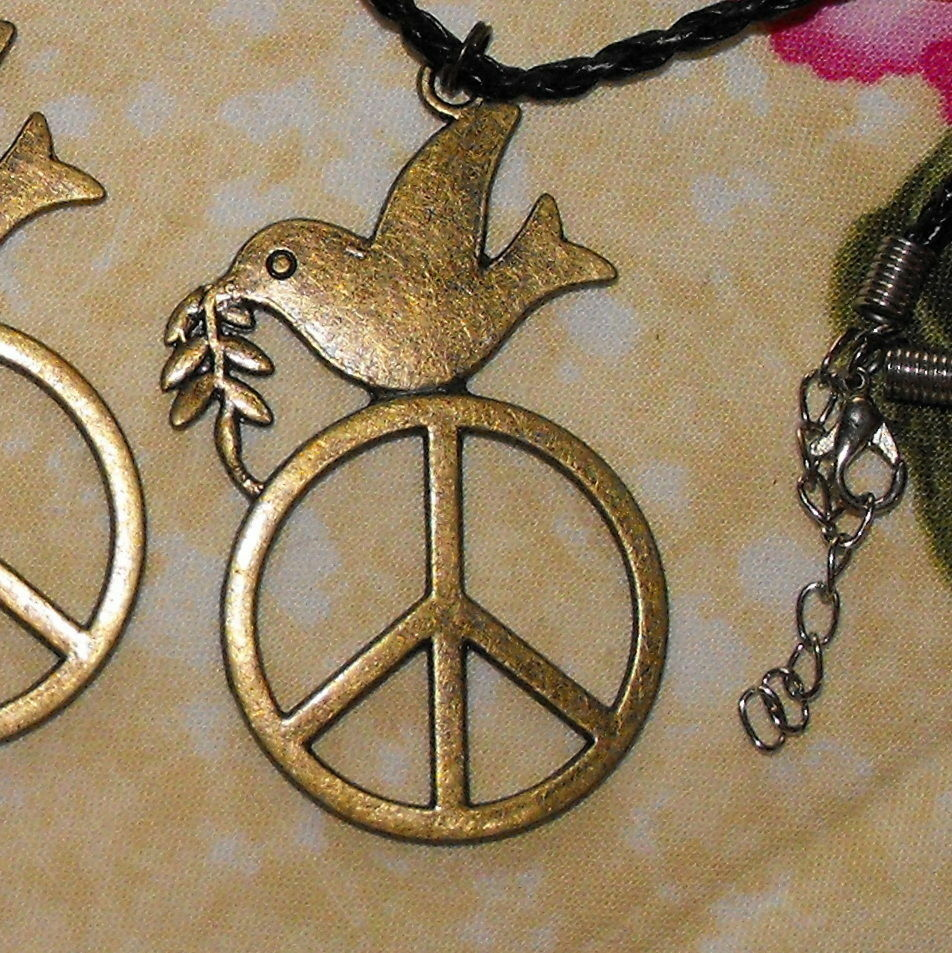 peace dove necklace symbol for world peace love harmony and enlightenment ebay. Black Bedroom Furniture Sets. Home Design Ideas