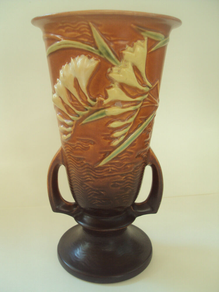 Vintage original roseville art pottery vase freesia for Pottery painting patterns