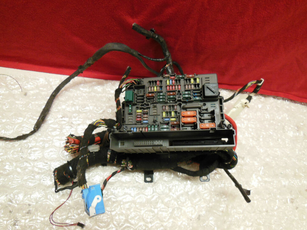 0812    BMW    E92 E93    M3    CONVERTIBLE    FUSE    RELAY    BOX    BEHIND