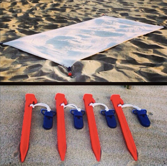 Beach Blanket Ebay: Beach Blanket Clips/Anchors To Secure Your Beach Blanket