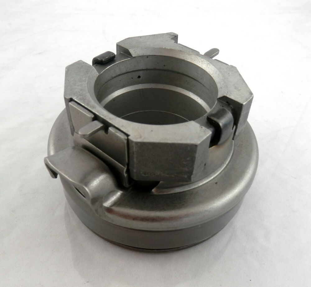 Tractor Clutch Blankets : Clutch release bearing includes carrier for